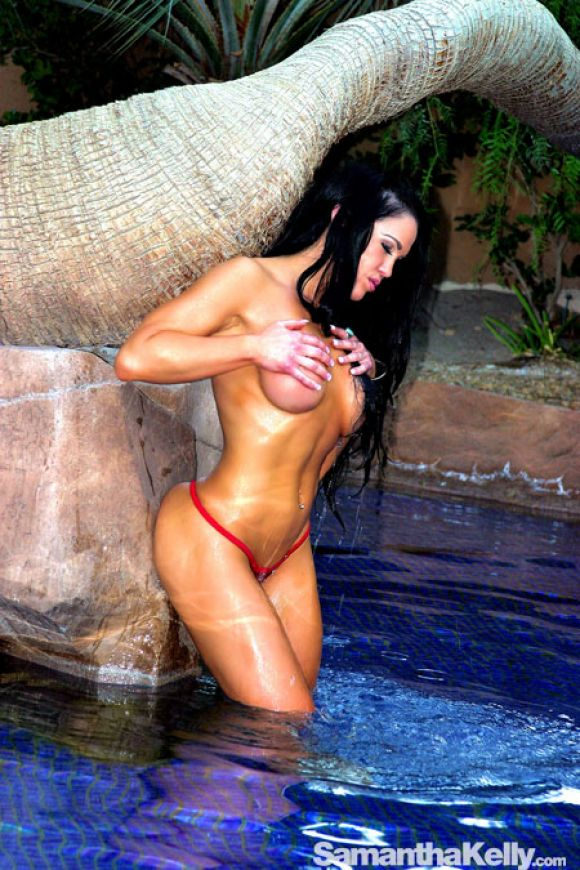 Samantha Kelly splashing cold water on her beautiful titties topless