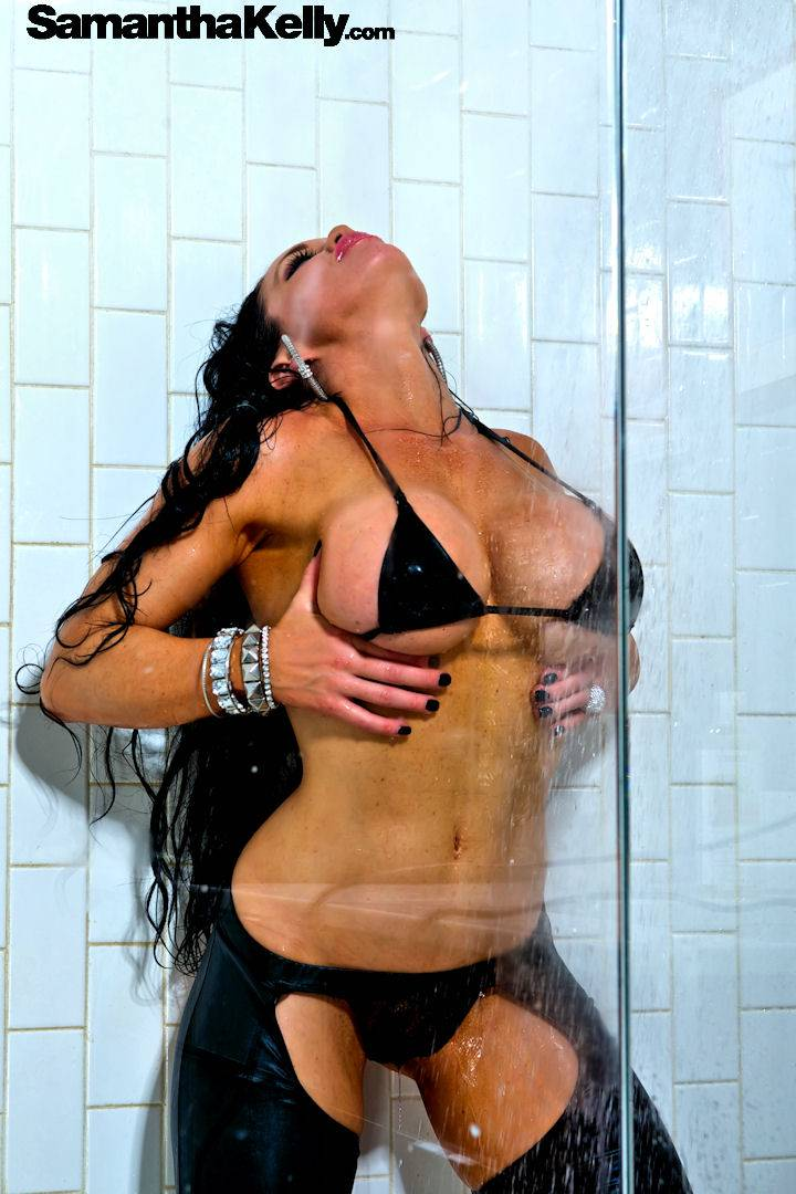 Samantha Kelly Big Wet Boobs thumb 3