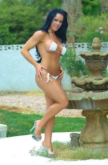 Samantha Kelly Flexing In My Bikini thumb 3