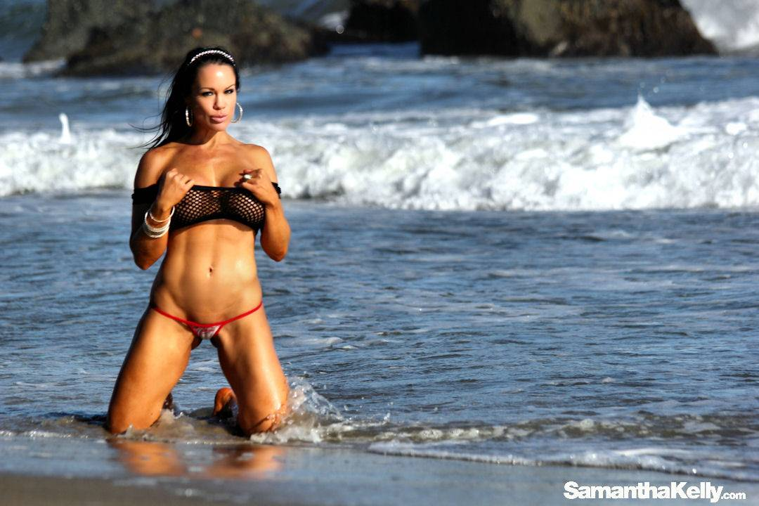 Samantha Kelly Hot Nude Beach Bunny thumb 1