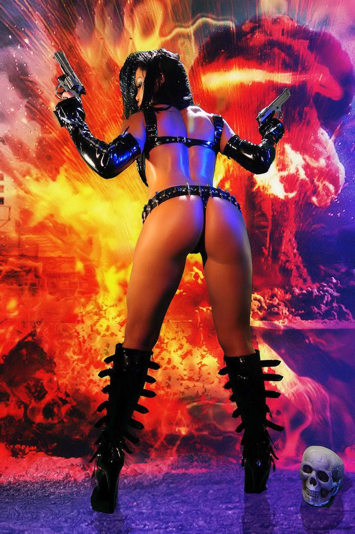 Samantha Kelly La Femme Terminator Topless thumb 2