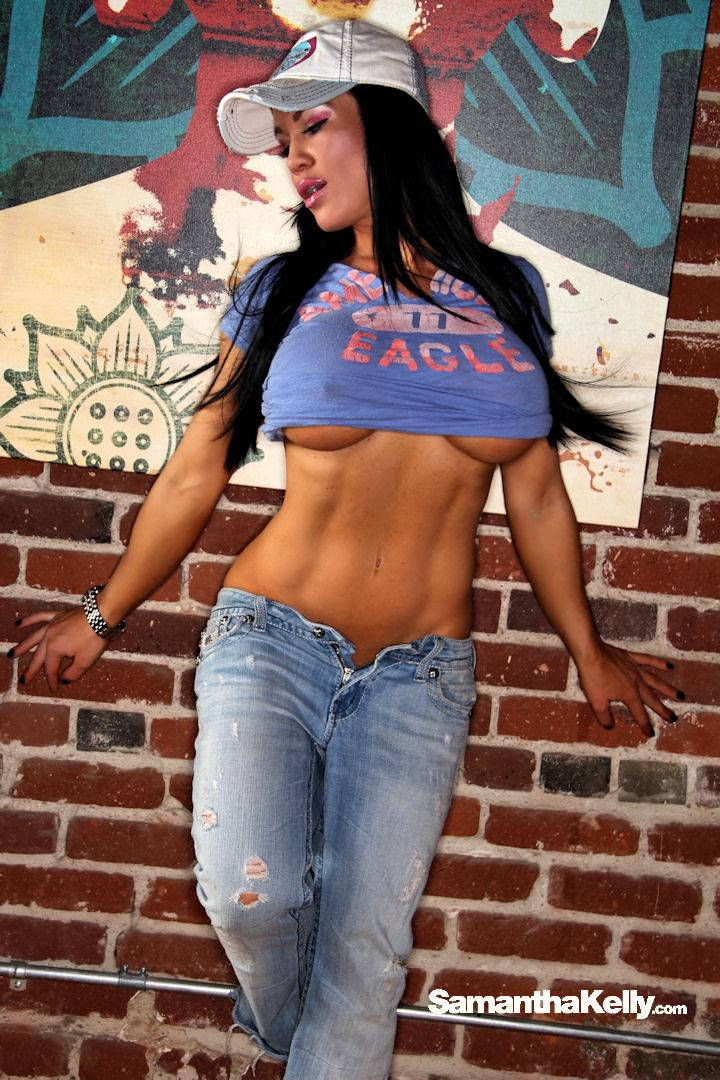Samantha Kelly Sexy in Blue Jeans  thumb 2