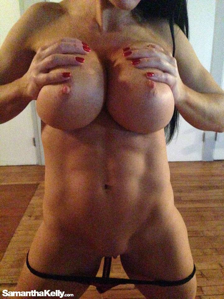 Samantha Kelly Raw Nude Candids thumb 1