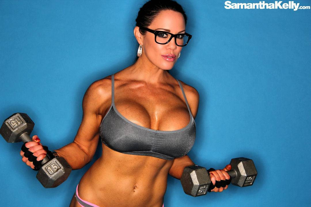 Samantha Kelly is Super Girl Flexing Nude thumb 3