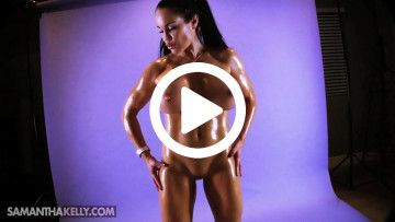 Samantha Kelly nude working out biceps