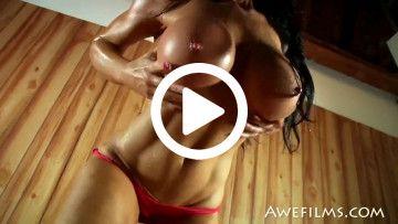 samantha kelly abs and big tits